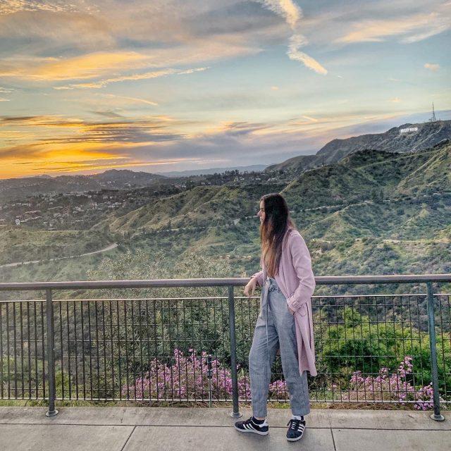 מזהים איפה זה?  התמונה הזאת היא מנקודת תצפית בפארק גריפית׳ בלוס אנג׳לס .. משם ניתן לצפות בשלט הוליווד המפורסם . תקופת הקורונה ממש מרגישה לי כמו סרט הוליוודי ואני מניחה שבקרוב באמת יפיקו סרטים על המגיפה ההזויה הזאת שתוך זמן קצר שינתה את העולם כולו .. ובנימה אופטימית זאת חח היום לרומן יש יומולדת 🎉🎉 מזל טוב לאהוב שלי שתמיד גורם לי לחייך ❤️